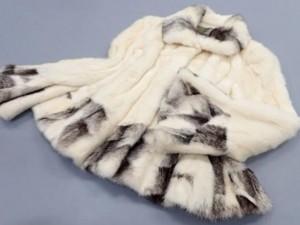 サガロイヤル パロミノ×ブラッククロスミンク デザインハーフコートを宅配買取にて長野県諏訪市にお住いのお客様より高価買取いたしました。