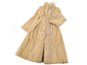 サガミンク(SAGAMINK) ブルーフォックス×パールミンク ロングコートを宅配買取にて東京都足立区にお住いの方より高価買取いたしました。